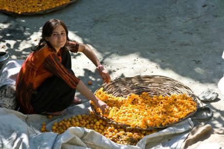 Người Hunza mang vẻ đẹp tự nhiên, không nhờ dao kéo hay trang điểm. Ảnh: Shughal.