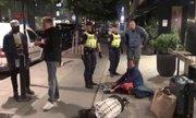 Trung Quốc chỉ trích cảnh sát Thụy Điển chở khách tới nghĩa địa