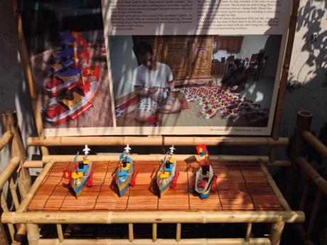 Triển lãm các trò chơi dân gian Trung thu ở đình Kim Ngân. Ảnh: Lê Bích.