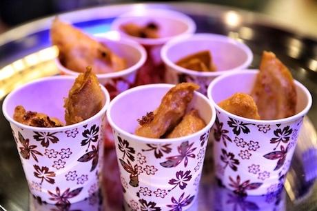 Bên cạnh đó, nhà hàng Lim Cheong Kee cũng mang đến cho các khách tham dự sự kiện các món ăn vặt đặc trưng đường phố Hong Jong như cá viên, bánh xếp nhân mực với nguyên liệu nhập khẩu trực tiếp từ xứ Cảng thơm.