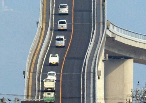 Cây cầu nhìn đã toát mồ hôi tay ở Nhật Bản - 10