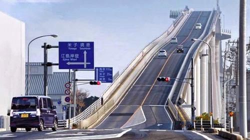 Cây cầu nhìn đã toát mồ hôi tay ở Nhật Bản - 1