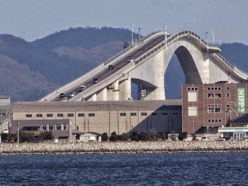 Cây cầu nhìn đã toát mồ hôi tay ở Nhật Bản - 5