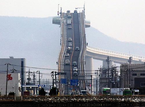 Cây cầu nhìn đã toát mồ hôi tay ở Nhật Bản - 7