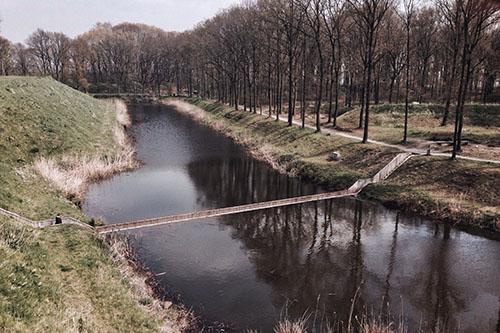 Cây cầu dưới nước ở Hà Lan. Ảnh: CNtraveler.
