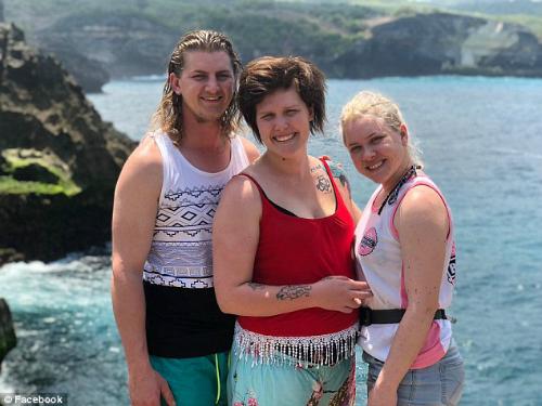 Vợ chồng nhà Raison tới Bali cùng em gái Candise. Ảnh:Matthew Raison.