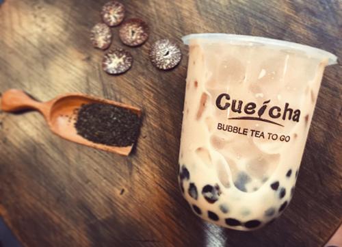Cueicha là thương hiệu trà sữa tại Việt Nam sử dụng công nghệ độc quyền - máy pha trà hiện đại nhập khẩu từ Đài Loan. Chỉ trong 10 giây bạn sẽ có một ly trà nguyên chất, thơm và đảm bảo vệ sinh.