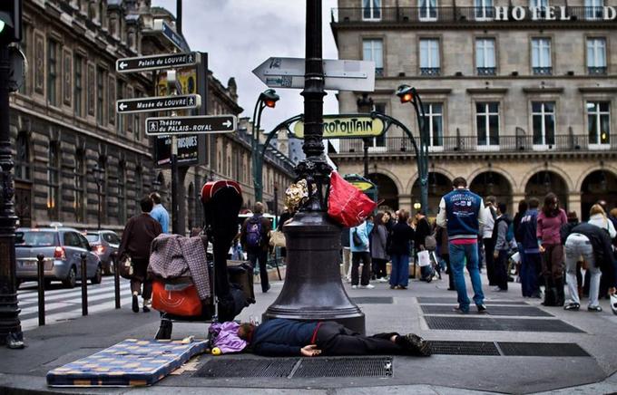 Góc khuất sau vẻ hào nhoáng của Paris