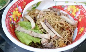 Tiệm mì Sài Gòn luôn đông nghịt khách từ 6h suốt 26 năm