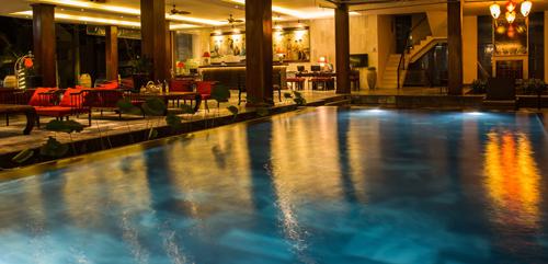 Resort có nội thất sang trọng cùng các phòng nghỉ được thiết kế độc đáo. Du khách có thể tự do lựa chọn một không gian nghỉ ngơi thích hợp cho mình.