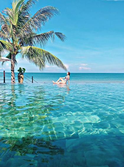 Đặt phòng The Palmy Phu Quoc Resort & Spa qua số điện thoại (029)73842.222 để được giảm giá trực tiếp hoặc miễn phí các gói spa, karaoke... hoặc truy cập website tại đây. Tại Hà Nội, khách sạn The Palmy Hotel & Spa nằm ngay sát hồ Hoàn Kiếm. Tham khảo website tại đây  Điện thoại : (024)38286622 - 0972546622.
