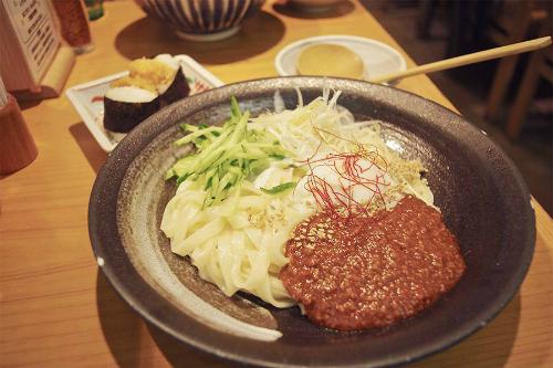 Không khó để tìm tới các quán ăn có mì Kishimen ở Nagoya. Các quán thường nằm rải rác tại các toa tàu điện ngầm, bạn có thể đến đó thưởng thức món ăn này. Bạn cũng có thể đến các địa điểm sau để thưởng thức các món mì Kishimen đặc biệt này như: Miya Kishimen Jingu, Nagoyajo Kishimentei, Kishimen Yoshida Esca, Ekikaman Kishimen&