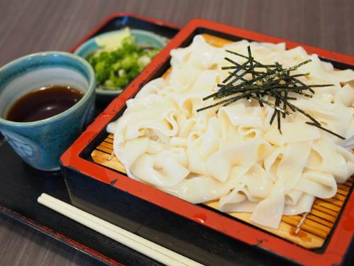 Bên cạnh cách nấu mì Kishimen thông thường, du khách đến Nagoya còn có thể ăn các món kết hợp với mì Kishimen như: cà ri Kishimen, Kishimen nấu chín trong Miso (món ăn được dùng trong mùa hè), Zaru Kishimen, Kishimen ướp lạnh&