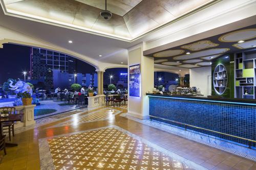 Quán bar sân thượng lâu đời nhất Sài Gòn - ảnh 2
