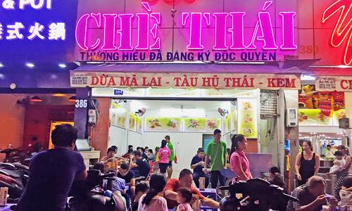 Phố chè Thái sầm uất bậc nhất ở Sài Gòn