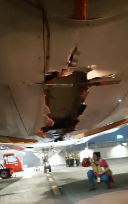 Máy bay đâm trúng tường khi cất cánh ở Ấn Độ - ảnh 2