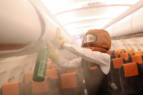 Mặt nạ khí trang bị riêng cho phi hành đoàn. Ảnh: Traveller.