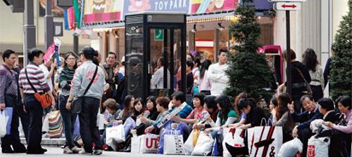Nhật Bản luôn là điểm mua sắm hấp dẫn với khách Trung Quốc. Ảnh: The Chosun Ilbo.