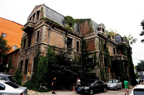 Ngôi nhà rất nổi tiếng nên lúc nào cũng có người ghé thăm. Tòa nhà này ra vào tự do, không mất vé vào cửa. Ảnh: En.People.