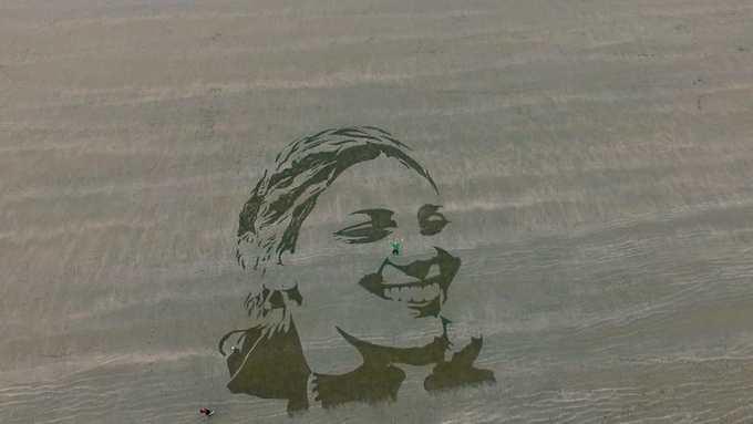 Câu chuyện đằng sau những bức tranh bí ẩn trên bờ biển Anh