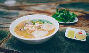 Quán bánh canh ghẹ trong biệt thự Pháp cổ ở Hà Nội
