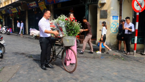 Con gái Việt Nam thường trang điểm tự nhiên, và có làn da đẹp nên họ trông thực sự trẻ trung, Tah nhận xét. Ảnh:Divert Living.