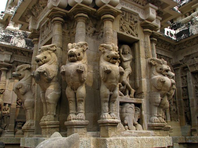 Ngôi đền cổ đại khắc từ một khối đá duy nhất
