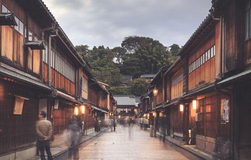 Phổ cổ Higashi Chayamachi tại Kanazawa, Nhật Bản.