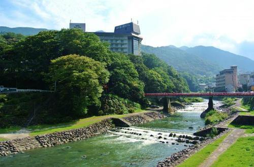 Khung cảnh xung quanh cầu Ạiisai Bashi. Ảnh: Kinarino.