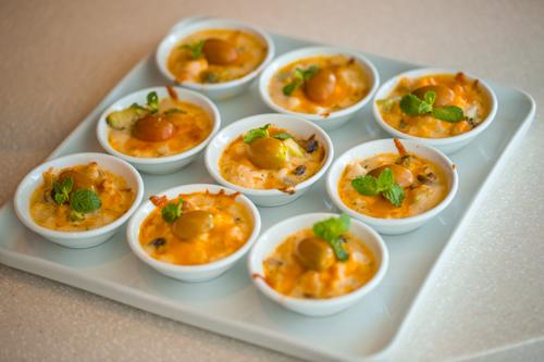 Với những điều đặc biệt ấy, ẩm thực Địa Trung Hải được nhiều bạn bè thế giới yêu thích, trong đó có Việt Nam. Giờ đây, bạn không cần phải ngồi hàng giờ trên những chuyến bay xa xôi mà vẫn có thể trải nghiệm ẩm thực vùng đất này khi đến với Hoang Yen Buffet Premier.