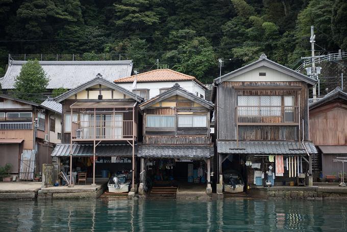 Ngôi làng nổi đẹp như cổ tích của Nhật Bản