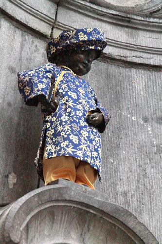 Vì sao bức tượng nổi tiếng ở Bỉ là chú bé đứng tè? 2-6738-1540783573