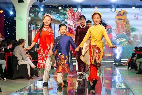 Show diễn Áo dài Story với chủ đề tôn vinh tà áo dài truyền thống Việt Nam được kỳ vọng sẽ là một sản phẩm hấp dẫn phục vụdu khách.