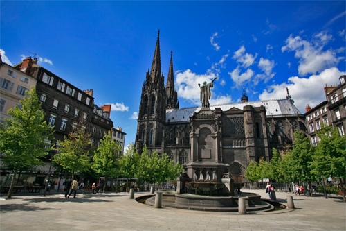 Thành phố nhỏ Clermont-Ferrand là nơi khai sinh ra ngôi sao Michelin. Ảnh: Lejournaldeleco.