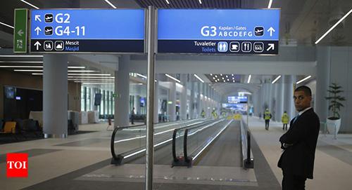 Sân bay đề xuất các ứng dụng di động và công nghệ thông minh nhân tạo  tiết kiệm năng lượng. Hành khách cũng yên tâm với hệ thống an ninh công  nghệ cao.