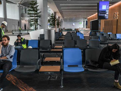 Sau khi quá trình xây dựng được hoành thành, sân bay sẽ có 6 đường băng.Bãi đỗ xe của sân bay có sức chứa tới 70.000 phương tiện.