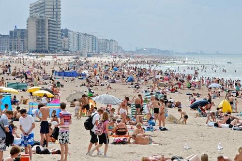 Những bãi biển của thành phố Ostend chật như nêm vào mùa cao điểm. Ảnh: Stephan Mignon/Flickr.