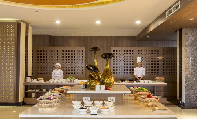 Bên trong khách sạn tuyển Việt Nam nghỉ tại Lào