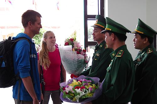 Hai khách quốc tế đầu tiên nhập cảnh Việt Nam bằng visa điện tử: Ảnh:Viết Lam.