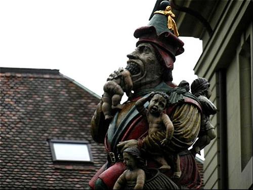 Cận cảnh bức tượng quỷ ăn thịt người Kindlifresser. Ảnh: Pinterest.
