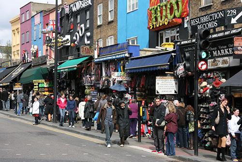 Hơn 300 ngôn ngữ được sử dụng ở London. London được xem là một trong  những thành phố đa văn hóa nhất thế giới, với hơn 8 triệu người sinh  sống. Họ nói hơn 300 ngôn ngữ, bao gồm tiếng Bengali, Gujarati, Punjabi,  tiếng Quan Thoại, tiếng Quảng Đông, tiếng Mân.