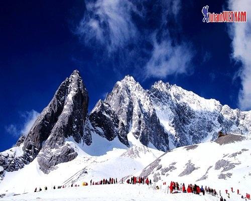 Núi Tuyết Ngọc Long.