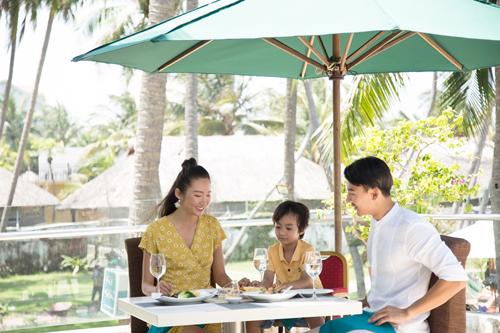 Mường Thanh Grand là nhóm khách sạn cao cấp nằm tại các thành phố lớn, trung tâm thị xã đô thị lớn. Với tiêu chí kết nối cuộc sống hiện đại, phân khúc này mang đến ấn tượng về sự tiện nghi và lịch thiệp, phong cách phục vụ nhanh chóng, đáp ứng nhu cầu của khách dù đang đi du lịch hay công tác.Mường Thanh Holiday nằm ở các địa điểm du lịch, nghỉ dưỡng nổi tiếng trên đất nước Việt Nam. Đến với phân khúc khách sạn này, du khách được thư giãn trong khung cảnh thiên nhiên tươi đẹp và những kỷ niệm du lịch địa phương độc đáo.