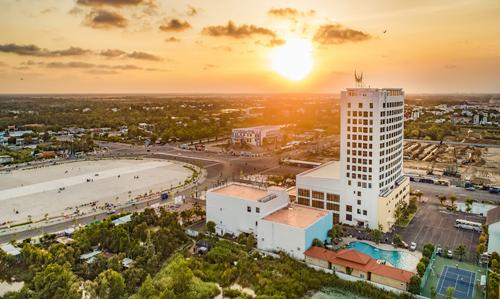 Với số lượng hiện nay lên đến gần 60 khách sạn, hơn 10000 phòng nghỉ, ở bất kể ở tỉnh nào, du khách đều có thể ghé thăm Mường Thanh. Các khách sạn của Mường Thanh đều sở hữu vị trí đắc địa, di chuyển thuận tiện đến các điểm du lịch nổi tiếng.