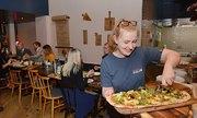 Nhà hàng kín chỗ khi mở cửa sau vụ đầu độc cựu điệp viên Nga