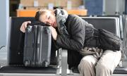 Tôi có được phép nằm ngủ ở sân bay không?