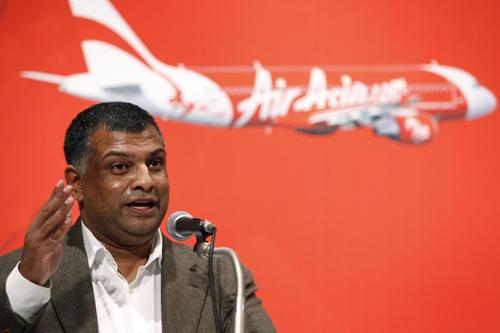 Tony Fernandes là người đồng sáng lập AirAsia Group, hiện có tài sản trị giá 745 triệu USD. Còn ông Graham Turner - CEO Flight Centre có thể sẽ trở thành tỷ phú tương lai, với giá trị tài sản 900 triệu USD.