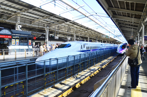 Với JR Pass bạn sẽ có thể sử dụng tàu shinkansen và các tàu điện để đi lại rất thuận tiện.