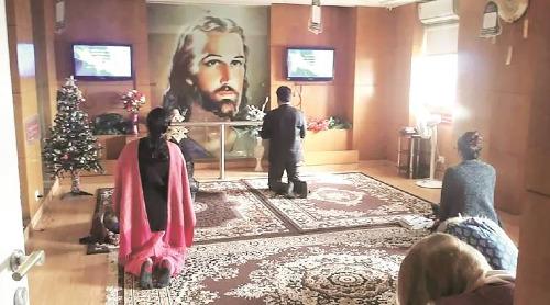 Sau khi nhận phản ánh về nạn trộm tiền công đức, ban quản lý nhà nguyện đã kiểm tra camera và phát hiện ra thủ phạm. Ảnh: Jesus Calls National Prayer Tower.