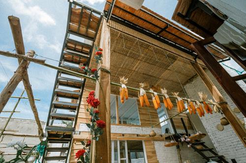 Peace Home tọa lạc tại thôn Long Bình, xã An Hải, huyện Ninh Phước, Ninh Thuận. Homestay vừa mới hoàn thiện và đi vào sử dụng, được rất nhiều khách du lịch yêu thích.